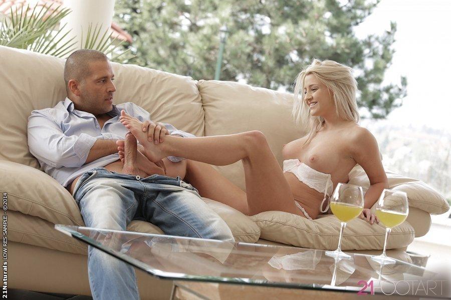 Sienna Day - lábszex a teraszon