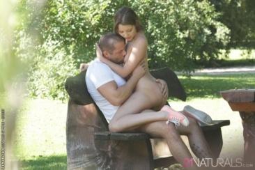Liona Levi - szex a parkban