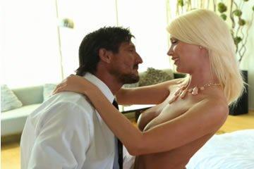 MILF art pornó - Riley Jenner